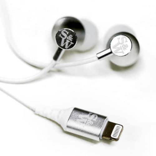 Strauss&Wagner SI201 lightning cable and earbuds